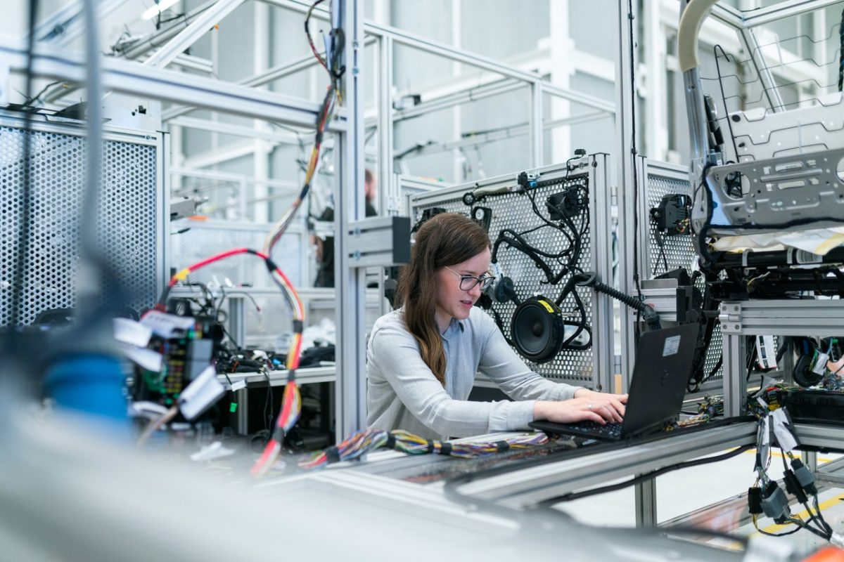 A female scientist working in a lab on an engineering problem.